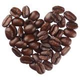 Het hart van koffiebonen op witte dichte omhooggaand wordt geïsoleerd die als achtergrond stock foto