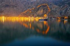 Het hart van Kotor, Montenegro - nachtscène stock afbeeldingen