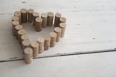 Het hart van wijn wordt gemaakt die kurkt Stock Foto