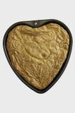 Het hart vormde gebakken cake in vorm op witte achtergrond Royalty-vrije Stock Fotografie