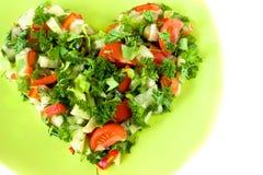 Het hart vormde verse groentesalade Stock Foto's
