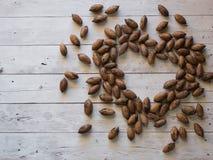 Het hart wordt gemaakt van pecannootnoten Stock Afbeelding