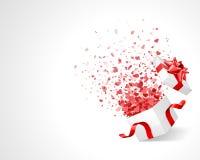 Het hartconfettien van de liefde in doos Stock Foto