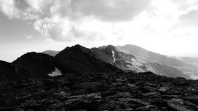 Het haveloze rotsachtige landschap van Sierra Nevada stock afbeeldingen