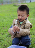 Het hebben van een picknick in shengzhongmeer in Sichuan, China Royalty-vrije Stock Fotografie