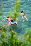 Het hebben van pret in Adriatisch water Stock Afbeeldingen
