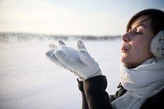 Het hebben van pret in de winterscène Stock Afbeeldingen