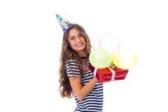Het heden en de ballons van de vrouwenholding Stock Fotografie