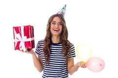 Het heden en de ballons van de vrouwenholding Royalty-vrije Stock Foto's