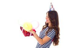 Het heden en de ballons van de vrouwenholding Stock Foto