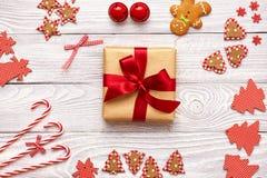 Het heden en de decoratie van Kerstmis Stock Fotografie