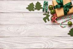Het heden en de decoratie van Kerstmis Stock Afbeelding
