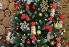 Het heden verfraaide huidige feestelijke nieuwe van het seizoenlichten van december van jaardecoratie gouden nieuwe van de de orn royalty-vrije stock afbeelding