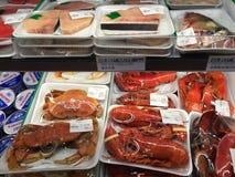 Het heerlijke zeevruchten verkopen Stock Afbeeldingen