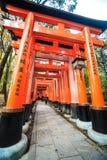 Het Heiligdom van Inari Taisha van Fushimi in Kyoto, Japan Stock Afbeeldingen