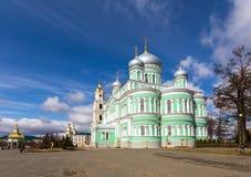 Het heilige Klooster van drievuldigheid-Heilige serafijn-Diveyevo Nizhny Novgorod royalty-vrije stock foto