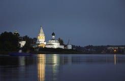 Het Heilige klooster van Drievuldigheidsostrovoezersky Stock Foto