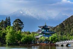 Het heilige zwarte draakmeer in Lijiang Stock Afbeelding