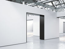 Het heldere binnenland van de zoldergalerij met ingang het 3d teruggeven Stock Fotografie