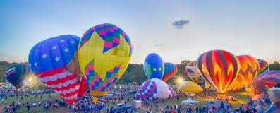 Het heldere Hete Luchtballons Gloeien Royalty-vrije Stock Foto's