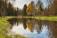 Het heldere landschap van het de herfstwater Royalty-vrije Stock Afbeelding