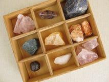 Het helen van kristallen in doos stock afbeelding