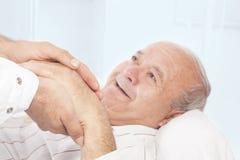 Het helpen van het hand-ziekenhuis Stock Afbeelding