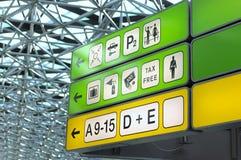 Het helpen van tekens bij luchthaven Royalty-vrije Stock Afbeelding