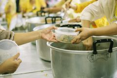 Het helpen voedt de Armen: Het Concept Honger royalty-vrije stock foto