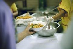 Het helpen voedt de Armen: Het Concept Honger royalty-vrije stock foto's