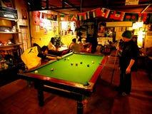 Het herbergenleven in Chengdu Het goede reizigersleven De snooker, Pool, zit a Stock Fotografie