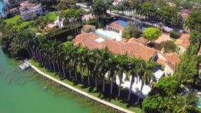 Het herenhuis van de luxewaterkant in Miami stock videobeelden
