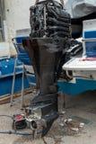 Het herstellen van motor van motorboot Stock Foto's