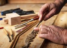 Het herstellen van oud meubilair stock afbeeldingen
