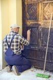 Het herstellen van oude deur royalty-vrije stock foto's
