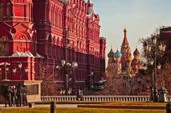 Het het Historische museum van Moskou en schot van de de Kathedraaldag van StBasil Royalty-vrije Stock Foto
