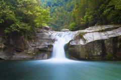 Diepe boswaterval in Wuyuan, China. Royalty-vrije Stock Foto