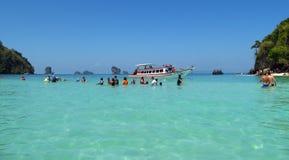 Het in het nauw drijven in Krabi-Stranden en Eilanden Thailand Stock Foto's