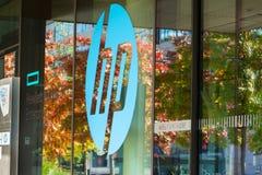Het Hewlett-Packard-bedrijfembleem bij hoofdkwartier de bouw royalty-vrije stock foto's