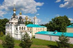 Het historische centrum van Dmitrov, Rusland De het Kremlin en kathedralen van de stad royalty-vrije stock foto