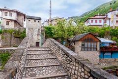 Het historische deel van de stad van Mostar werd gebouwd hoofdzakelijk in de zestiende eeuw en is nu een toeristische attractie Royalty-vrije Stock Foto