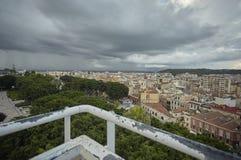 Het historische die centrum van Cagliari hierboven wordt gezien van royalty-vrije stock foto
