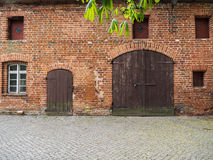 Het historische, middeleeuwse rode baksteengebouw Stock Foto's