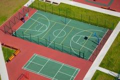 Het hof hoogste mening van het straatbasketbal Stock Foto's