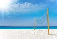 Het hof van het volleyball in het tropische paradijs van Miami stock foto's