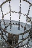Het hof van het straatbasketbal dat van kettingen wordt gemaakt royalty-vrije stock fotografie