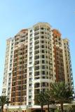 Het hoge Flatgebouw met koopflats van de Stijging Stock Afbeeldingen