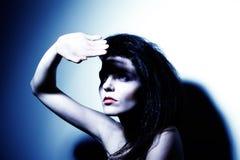 Het hoge portret van de contrastmanier van aantrekkelijk meisje Stock Foto