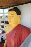 Het hoge standbeeld van Boedha in een Boeddhistische tempel, Weherahena, Matara Royalty-vrije Stock Afbeelding