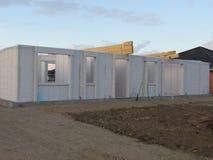Het hoge stijging de bouw uitgaan Huis in aanbouw Bouwnijverheid Moderne villabouw royalty-vrije stock foto